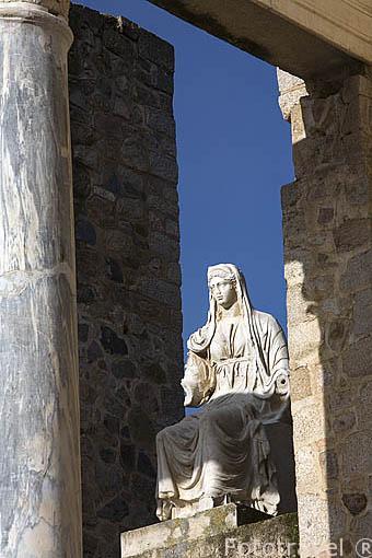 Esculturas en el frente de escena. Teatro romano, inaugurado entre los años 16-15 A.C por el consul Marco Agripa. MERIDA. Ciudad Patrimonio Unesco. Badajoz. Extremadura. España