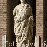 Escultura en el pórtico del Foro Municipal. , s.I DC. MERIDA. Ciudad Patrimonio de la Unesco. Badajoz. Extremadura. España