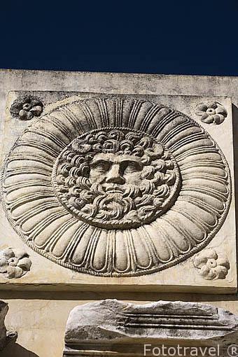 Clipeo en el pórtico del Foro Municipal. , s.I DC. MERIDA. Ciudad Patrimonio de la Unesco. Badajoz. Extremadura. España