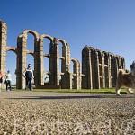 Acueducto de los Milagros, altura maxima de 25 metros, cruza el rio Albarregas. Realizado con granito y ladrillo. MERIDA. Ciudad Patrimonio Unesco. Badajoz. Extremadura. España