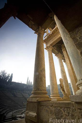 Frente de la escena y gradas.Teatro romano, inaugurado en el años 16-15 A.C por el consul Marco Agripa promotor de la obra. MERIDA. Ciudad Patrimonio Unesco. Badajoz.Extremadura. España