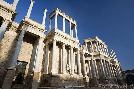 Frente de la escena. Teatro romano, inaugurado en el años 16-15 A.C por el consul Marco Agripa promotor de la obra. MERIDA. Ciudad Patrimonio Unesco. Badajoz. Extremadura. España