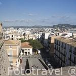 Vista de la ciudad de IBIZA desde las murallas de estilo renacentista. Debajo la calle de Mestre Joan Mayans. Islas Baleares. España