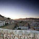 Vista desde el baluarte de Santa Llucia mirando a la ciudad patrimonio de la UNESCO de IBIZA. Islas Baleares. Mar Mediterraneo. España