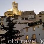 La parte alta de la ciudad (Dalt Vila) patrimonio UNESCO de IBIZA, en lo alto la catedral. Islas Baleares. Mar Mediterraneo. España