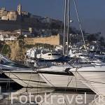 Puerto deportivo y barcos de lujo. La ciudad de IBIZA, patrimonio de la Humanidad, UNESCO a los pies del Mediterraneo. Islas Baleares. España