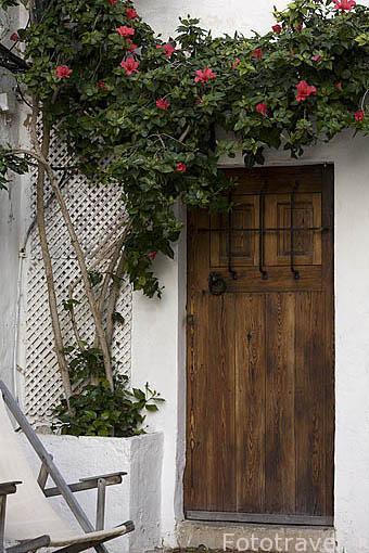 Casa y puerta de entrada. En el barrio de Dalt Vila. Ciudad de IBIZA, patrimonio de la Humanidad, UNESCO. Mar Mediterraneo. Islas Baleares. España