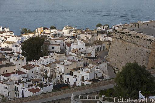 Barrio de La Marina visto desde las murallas de la ciudad. Parte alta del casco historico patrimonio de la UNESCO de IBIZA. Islas Baleares. España