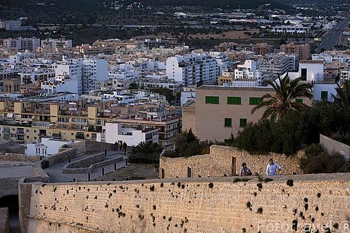 Muralla de estilo renacentista de la ciudad de IBIZA desde la parte alta. Islas Baleares. Mar Mediterraneo. España