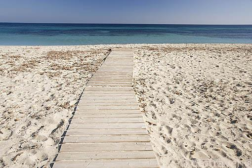 Playa de Es Cavallet, en la zona sur de la isla de IBIZA. Mar Mediterraneo. Islas Baleares. España