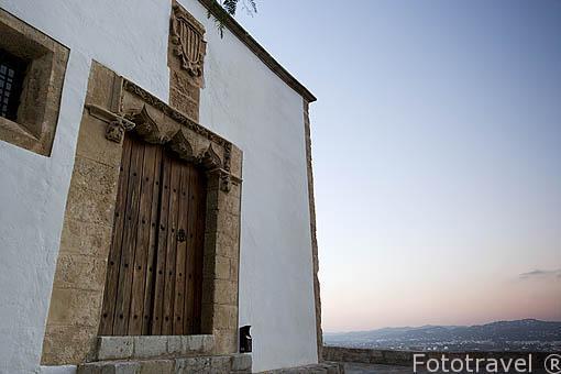 Puerta lateral de la antigua Real Curia (como si fueran los tribunales de justicia actuales). Barrio de Dalt Vila. Ciudad de IBIZA, patrimonio de la Humanidad, UNESCO. Islas Baleares. España