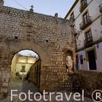 Puerta que da acceso a la Plaza de Armas , s.XVIII. Barrio de Dalt Vila. Ciudad de IBIZA, patrimonio de la Humanidad, UNESCO. Islas Baleares. España
