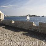 Pequeño garito que se extiende sobre el mar en la parte baja de la ciudad, junto al barrio de Sa Penya. IBIZA. Islas Baleares. Mar Mediterraneo. España