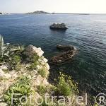 El mar mediterraneo visto desde lo alto de los acantilados de la ciudad de IBIZA. Islas Baleares. Mar Mediterraneo. España