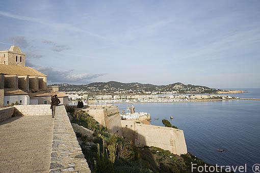 Baluarte de Sant Bernat en lo alto del barrio de Dalt Vila frente al mar mediterraneo. Casco historico de la ciudad de IBIZA, patrimonio de la humanidad, UNESCO. Islas Baleares. España