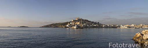 La ciudad de IBIZA con su recinto amurallado de Dalt Vila, patrimonio de la Humanidad UNESCO. Islas Baleares. Mar Mediterraneo. España