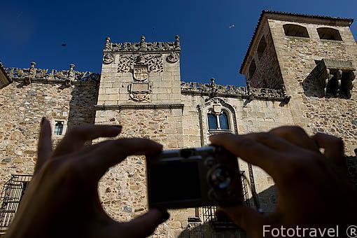 La fachada del Palacio de los Golfines de Abajo (s.XIII-XV). CACERES. Ciudad Patrimonio de la Humanidad. Extremadura. España