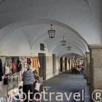 Soportales junto a la Plaza Mayor, parte de la antigua juderia. CACERES. Ciudad Patrimonio de la Humanidad. Extremadura. España