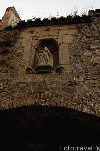 Hornacina en encima del arco de Santa Ana o Puerta del Postigo, s.XVIII. Adarve de Santa Ana. CACERES. Ciudad Patrimonio de la Humanidad. Extremadura. España