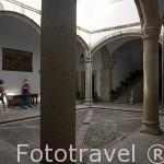 Patio interior. Palacio de Carvajal. Patronato de Turismo. s.XV - XV. CACERES. Ciudad Patrimonio de la Humanidad. Extremadura. España