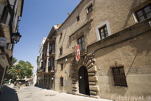 Fachada del Palacio de la Isla, s.XVI. CACERES. Ciudad Patrimonio de la Humanidad. Extremadura. España