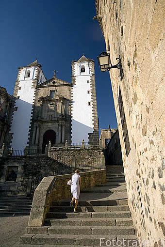 La iglesia de San Francisco Javier , s.XVIII y la plaza San Jorge. CACERES. Ciudad Patrimonio de la Humanidad. Extremadura. España