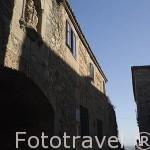Adarve de Santa Ana y hornacina con una virgen. CACERES. Ciudad Patrimonio de la Humanidad. Extremadura. España