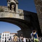 El arco de la Estrella que da el acceso al recinto amurallado acceso desde la Plaza Mayor. CACERES. Ciudad Patrimonio de la Humanidad. Extremadura. España
