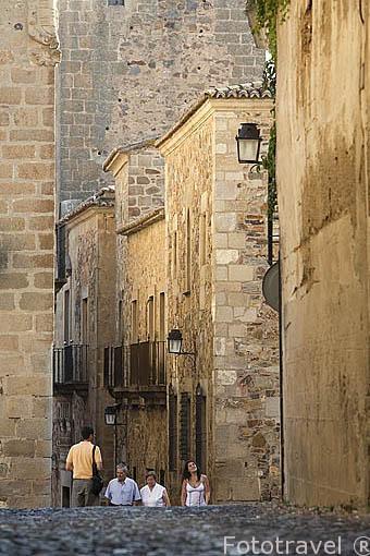 Calle Ancha junto a la plaza de San Mateo. CACERES. Ciudad Patrimonio de la Humanidad. Extremadura. España