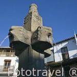 Fuente en la plaza del Ayuntamiento. VALVERDE DE VERA. Provincia de Caceres. Extremadura. España - Spain
