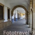 Soportales en la plaza del Ayuntamiento. Población de JARAIZ DE LA VERA. Provincia de Caceres. Extremadura. España - Spain