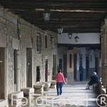 Soportales en la plaza del Ayuntamiento. Población de CUACOS DE YUSTE. Provincia de Caceres. Extremadura. España - Spain
