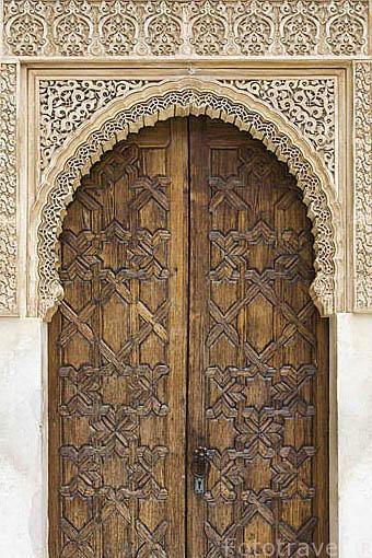 Una puerta de acceso a las habitaciones. Patio de los Arrayanes. La Alhambra, UNESCO. Ciudad de GRANADA. Andalucia. España