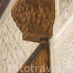 Gorronera sujetando una puerta. Patio de los Arrayanes. Palacio de Comares. La Alhambra, UNESCO. Ciudad de GRANADA. Andalucia. España
