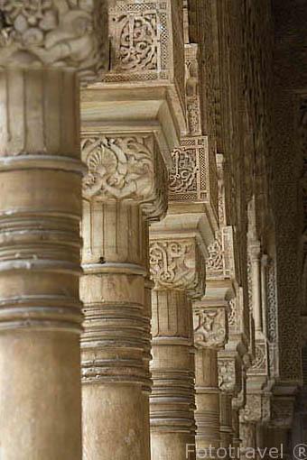 Patio de los Leones y columnas. La Alhambra,UNESCO. Ciudad de GRANADA. Andalucia. España