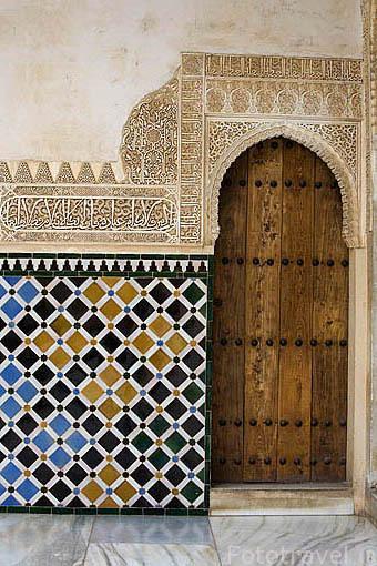 Detalle de alicatado en el Patio de Arrayanes. La Alhambra, UNESCO. Ciudad de GRANADA. Andalucia. España