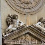 Detalle en la fachada principal del Palacio de Carlos V. Ciudad de GRANADA. Andalucia. España