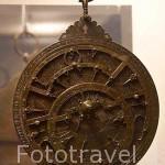 Astrolabio nazari construido por Muhammad Ibn Zaival en 886 de la Hegira (1481 d.C). Procedente del Albaycin. Museo Arqueológico y Etnográfico. Ciudad de GRANADA. Andalucia. España