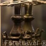 Detalle de un portacandil en bronce. Medina Elvira, Atarfe, s.X. Museo Arqueológico y etnográfico. Ciudad de GRANADA. Andalucia. España