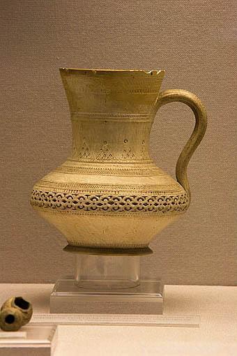 Jarrito para decantación de agua o preparación de infusiones vegetales. Museo Arqueológico y etnográfico. Ciudad de GRANADA. Andalucia. España
