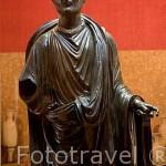 Hombre togado de Periate, en bronce, hallado en el cortijo de Periale de Piñar en 1982. Museo Arqueológico y etnográfico. Ciudad de GRANADA. Andalucia. España