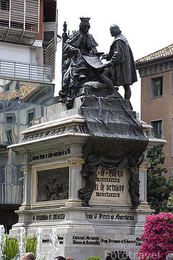Monumento Plaza de Isabel Catolica. Ciudad de GRANADA. Andalucia. España