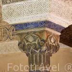 Detalle de un capitel cubico con policromia original Sala del Mexuar. La Alhambra, UNESCO. Ciudad de GRANADA. Andalucia. España