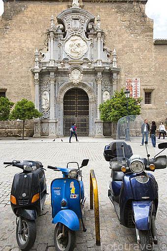 Fachada de la iglesia de los Santos Justo y Pastor. En la Plaza de la Universidad. Ciudad de GRANADA. Andalucia. España