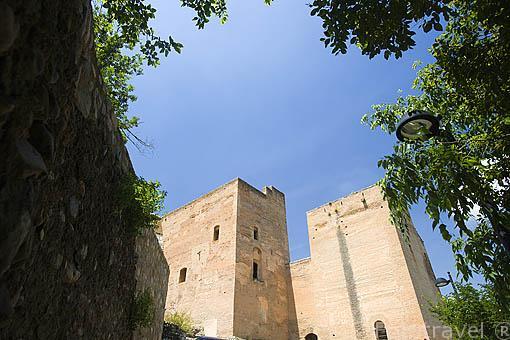 Torres Bermejas. Parte de la muralla defensiva de La Alhambra. GRANADA. Andalucia. España