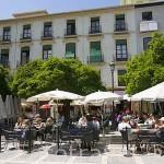 Terrazas en la plaza Nueva. GRANADA. Andalucia. España