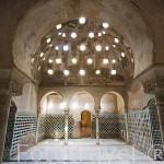 Baño de Comares con sus bovedas de llenas de lucernas. La Alhambra, UNESCO. Ciudad de GRANADA. Andalucia. España