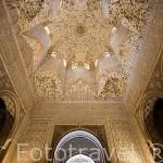 Cúpula con mocárabes de los Abencerrajes. Tiene yeseria modificada en el s.XVI . La Alhambra, UNESCO. GRANADA. Andalucia. España