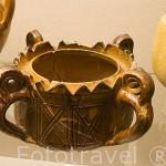 Marmita en ceramica de Medina Elvira. Epoca emiral Califal, s.VIII-X. Museo Arqueologico y Etnografico, Casa Castril. Ciudad de GRANADA. Andalucia. España