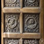Detalle de rostros la puerta de una ventana. La Cuadra Dorada. Casa de los Tiros. Ciudad de GRANADA. Andalucia. España